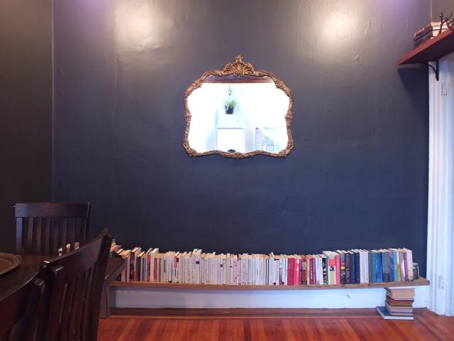 Temporary bookshelf